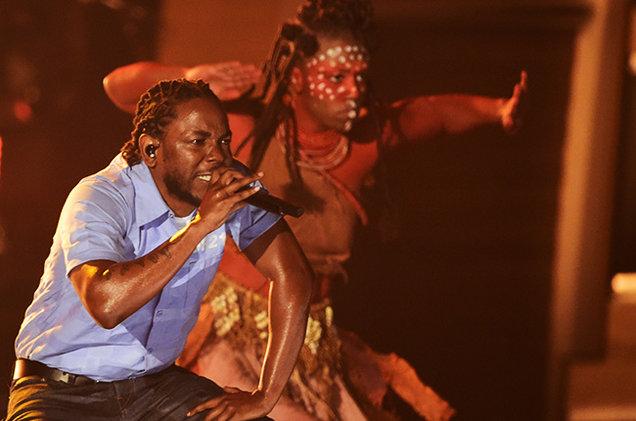 Kendrick Lamar se apresenta no Grammy