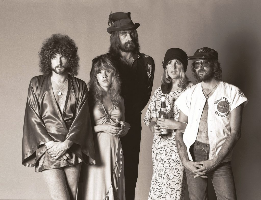 Da esquerda para a direita: Lindsey Buckingham, Stevie Nicks, Mick Fleetwood, Christine e John Mcvie. Migos (Foto: Herbert W. Worthington)
