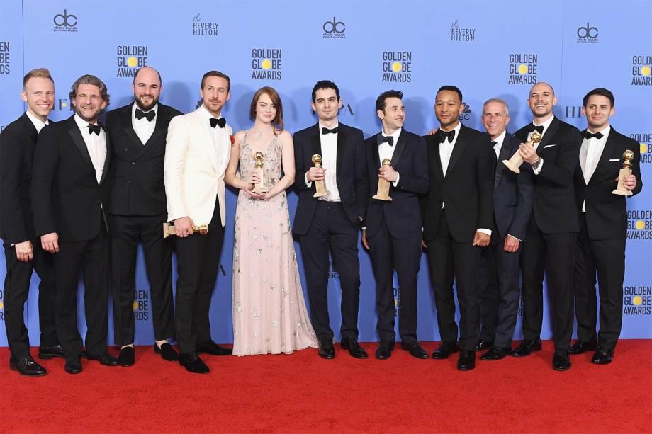 A equipe do filme, ostentando seus prêmios no Globo de Ouro: a dose deve ser repetida amanhã
