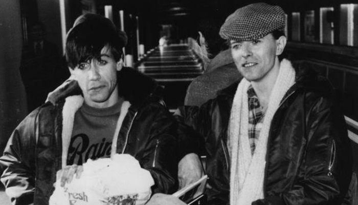 """""""A amizade basicamente era que esse cara me salvou de certo aniquilamento profissional e talvez pessoal, simples assim"""", Iggy sobre Bowie. (Foto: Reprodução)"""