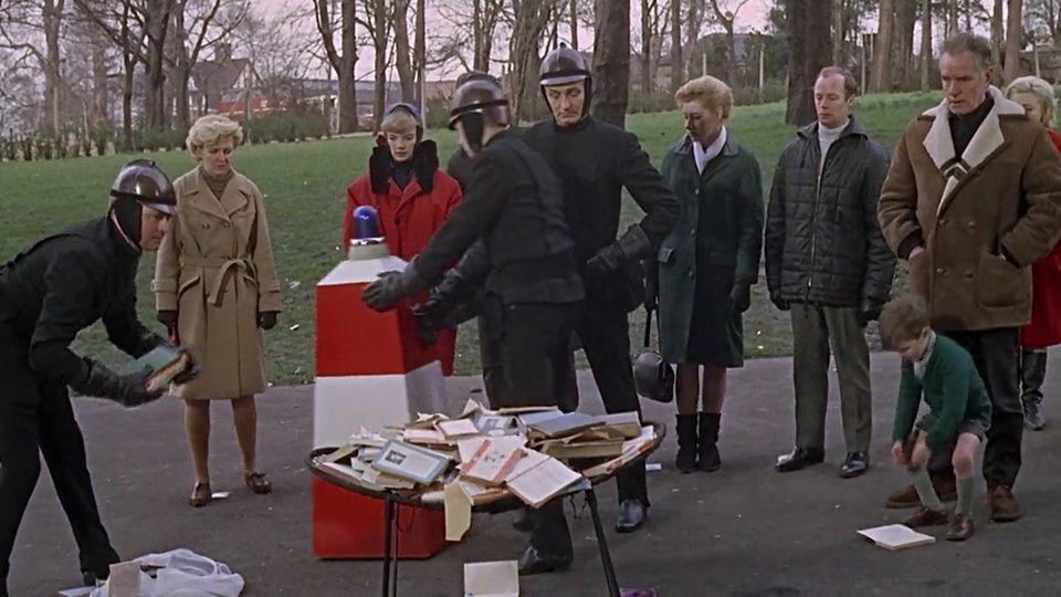 A adaptação do livro para o cinema veio em 1966, dirigia por François Truffaut