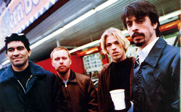 Em 97, com Taylor ao lado de um Dave Grohl barbado
