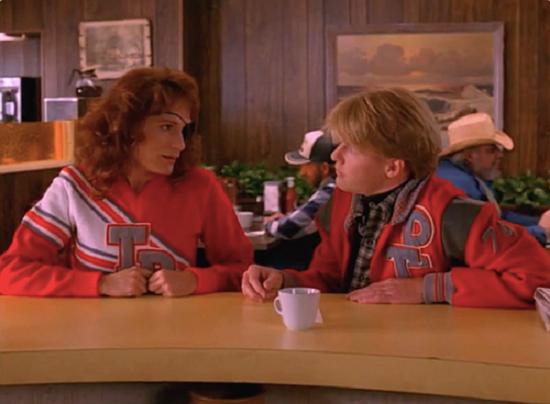 Nadine e Mike, inspiração nos uniformes da série.