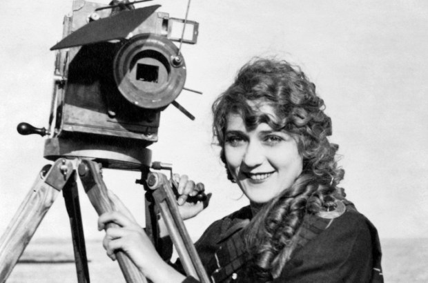 A primeira mulher cineasta foi a francesa Alice Guy Blaché, inventora da narrativa ficcional no cinema