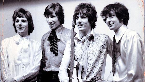 Da esquerda para direita, Richard Wright, Roger Waters, Syd Barrett e Nick Mason