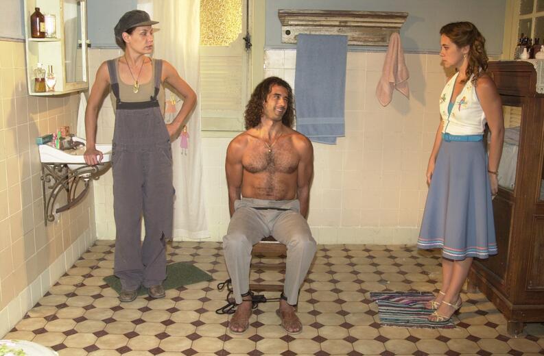 Da esquerda pra direita: A atriz Carolina Ferraz, o ator Marcos Pasquim e a atriz Adriana Esteves.