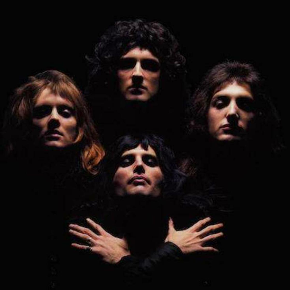 A imagem, retirada do clipe de Bohemian Rhapsody, possui um fundo totalmente preto. Com roupas também pretas vemos iluminados apenas os rostos dos integrantes. Da esquerda para a direita se encontram Roger Taylor, Brian May e John Deacon, a frente deles está Freddie Mercury com os braços cruzados no formato de x em direção aos ombros.