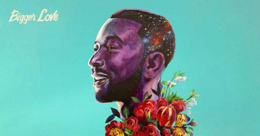 A imagem mostra John Legend de perfil. O fundo da imagem é azul e Legend está desenhado em tons de roxo com flores vermelhas e amarelas em volta do seu pescoço. No canto superior esquerdo aparece o nome do álbum: Bigger Love.