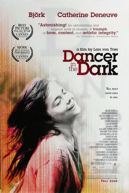 A imagem mostra Bjork de olhos fechados e sorrindo no canto inferior esquerdo. Acima, foi adicionado o título do filme, comentários da crítica elogiando a performance, e os prêmios recebidos no Festival de Cannes.