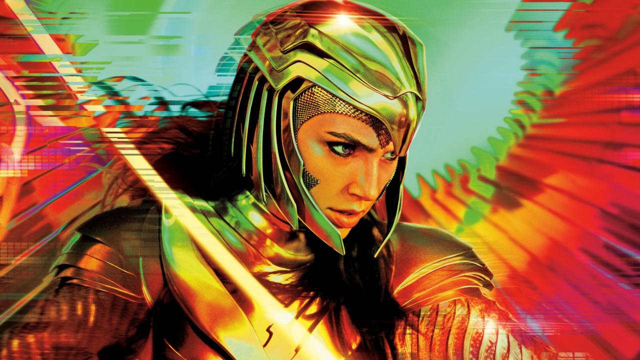 A imagem mostra Gal Gadot como Mulher Maravilha. Ela usa uma armadura dourada e tem os cabelos pretos soltos por baixo de um capacete com formato de águia. Ao findo vemos asas desfocadas nas cores azul, verde, vermelho e amarelo. Em um primeiro plano há o laço da verdade brilhando.