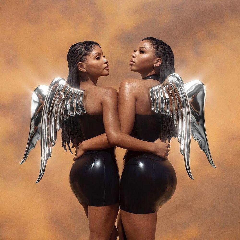A imagem é capa do álbum Ungodly Hour das cantoras Chloe e Halle. A imagem é uma fotografia das duas cantoras, elas estão abraçadas. As duas são mulheres negras e vestem um vestido de couro preto. Elas também possuem asas pratas e o fundo é um céu com detalhes roxos e laranja.