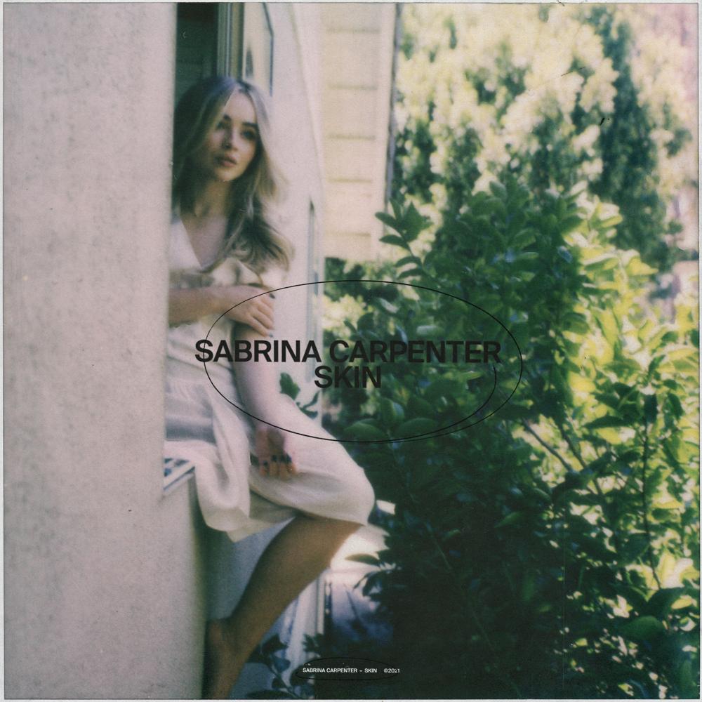 Na capa do single Skin, Sabrina, uma mulher branca e loira, se encontra sentada na janela de uma construção de paredes brancas. Do seu lado, há uma árvore onde algumas folhas brilham ao refletir a luz do sol.