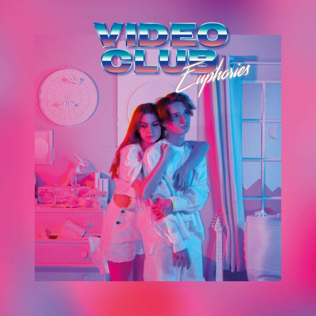 Capa do álbum Euphories. Mostra uma mulher branca de cabelos castanhos soltos, que usa uma camiseta e shorts brancos, abraçando por tás um homem, também branco e de cabelos castanhos curtos, que usa uma blusa de mangas compridas e uma calça, ambas brancas. Ao fundo vemos uma janela, cortinas, uma cômoda e um relógio na parede, todos brancos. A capa é iluminada por luzes rosa e azul neons. No topo da imagem está escrito Videoclub em letras garrafais azuis e logo abaixo está escrito Euphories em branco.