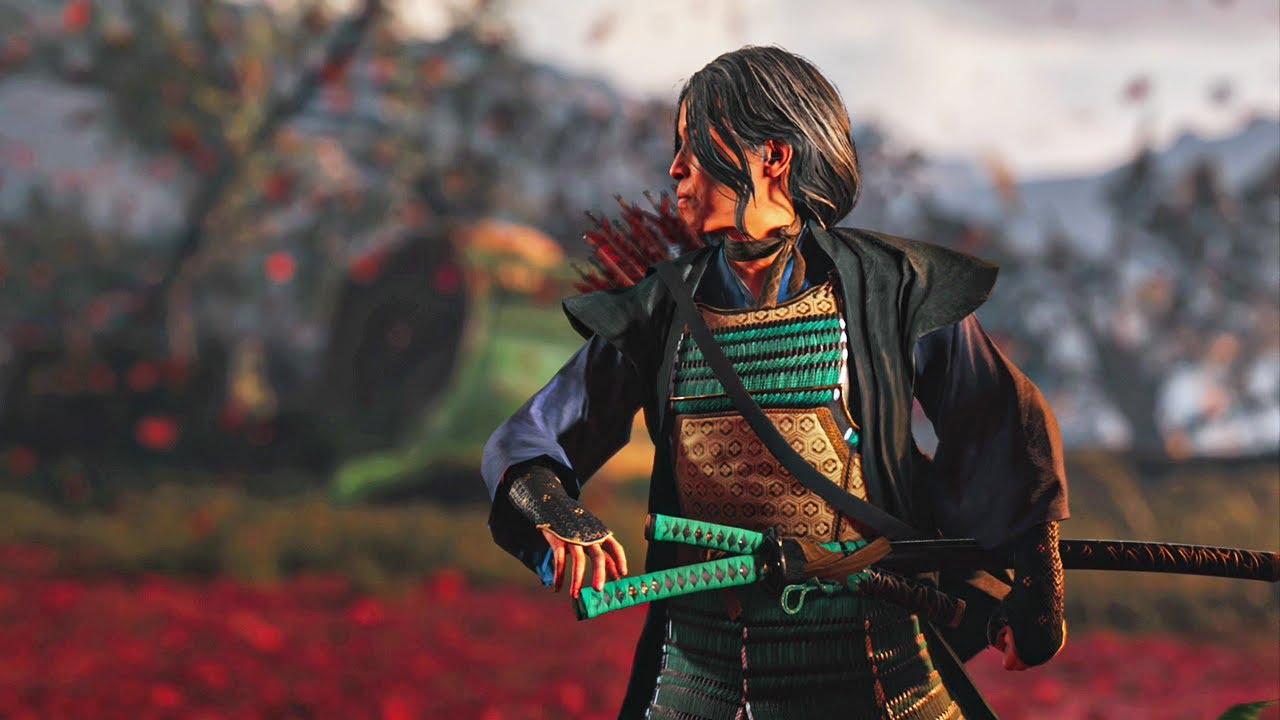 Cena do jogo Ghost of Tsushima. Masako, olhando para a esquerda, se prepara para desembainhar sua espada. Ela usa uma armadura verde e dourada por baixo de robes azuis escuros. Nas suas costas há uma aljava com flechas de penas vermelhas. Ela se encontra em um campo aberto coberto de folhas vermelhas e ao seu redor vemos mais folhas caindo. Há algumas árvores atrás dela, iluminadas por um céu branco.