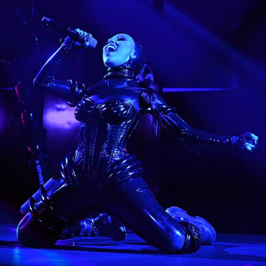 Doja Cat em sua apresentação no Grammy 2021.
