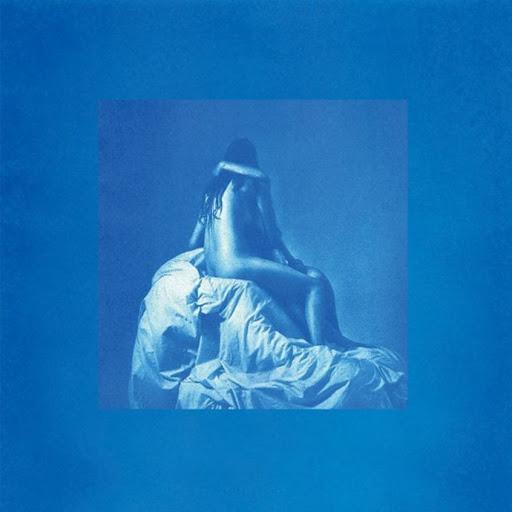 Capa da versão deluxe do álbum forevher, de Shura. Duas mulheres nuas se abraçam intimamente em cima de uma estrutura coberta por lenços, os rostos ocultos em um beijo. A figura é banhada numa luz azul com uma borda grossa de um azul mais claro.