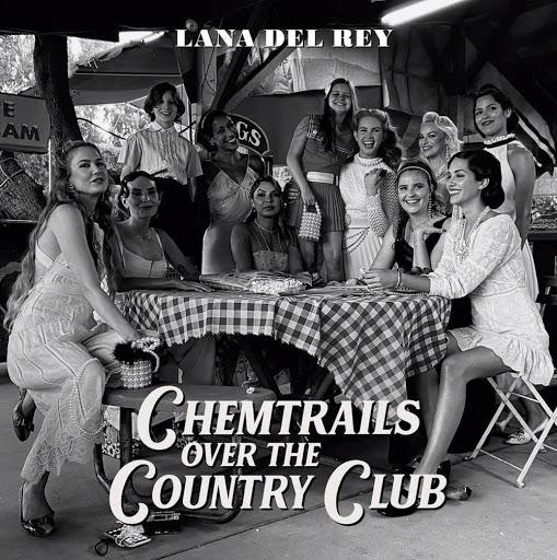 Capa do álbum Chemtrails Over The Country Club de Lana Del Rey. A imagem mostra 11 mulheres sentadas em volta de uma mesa com uma toalha quadriculada. Elas usam cabelos e roupas no estilo dos anos 50 e estão sorrindo. Entre elas, no lado direito, vemos Lana Del Rey com um vestido branco e a parte da frente dos cabelos presos para trás. No topo da imagem, que é em branco e preto, está escrito Lana Del Rey e na parte inferior o nome do álbum em letras estilizadas, ambos em cinza claro.