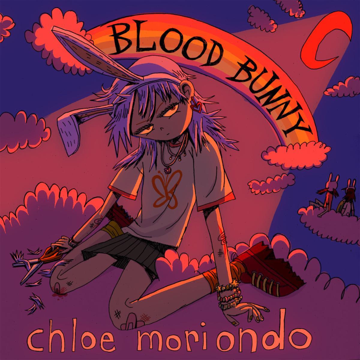 """Capa do álbum Blood Bunny. A imagem é um desenho. Centralizado no topo, vemos um arco-íris com as palavras """"Blood Bunny"""" em caixa alta. Embaixo, ao centro, uma menina de cabelos roxos, lisos e na altura do ombro, vestindo uma camiseta branca com uma estampa de borboleta laranja, uma saia cinza, meias amarelas, tênis vermelhos, colares, pulseiras nos pulsos e uma tiara de orelhas de coelho, está sentada em um chão de nuvens roxas. Ela segura uma tesoura e tem arranhões e curativos nos braços e pernas. Ao redor, a paisagem é de uma lua, céu e nuvens em tons de roxo."""
