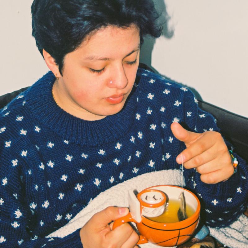 Capa do EP wachito´s self-care tape. Na foto, o cantor boy pablo, um homem latino, de cabelos castanhos em um topete, aparentando cerca de 22 anos, veste um suéter azul e branco e segura uma caneca laranja com chá.