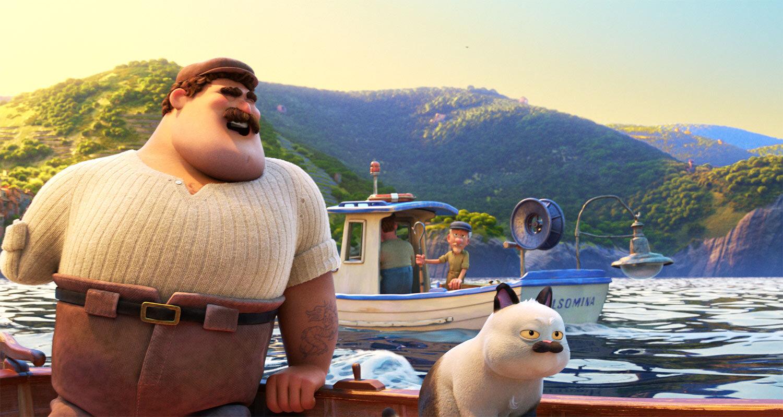 No lado esquerdo está Massimo, um homem branco, alto e forte, com uma boina bege, sobrancelhas que cobrem os olhos, um bigode cheio, rosto quadrado, uma camisa de linho bege clara e uma calça marrom. Ele não tem a mão esquerda, enquanto o braço direito está apoiado no barco, com a cabeça levemente voltada para trás com um sorriso simpático. Ao seu lado direito, um gato branco, com um bigode cheio preto, olha para o nada com cara de tédio. Massimo está no mar, e um barco branco com azul está passando atrás dele, com um senhor branco com boina azul olhando para Massimo. Ao fundo, montanhas verdes completam a paisagem.