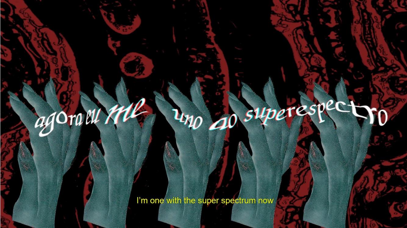 """Cena do curta Febre 40° exibe cinco mãos femininas em tom verde-água. Em cima delas, lê-se a frase """"agora eu me uno ao espectro"""" distorcida. Ao fundo, vê-se vários tentáculos vermelhos."""