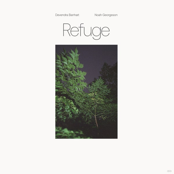 """Capa do álbum Refuge. A imagem mostra um retângulo vertical ao centro, delimitando a imagem de dois galhos de árvores cheios de folhas iluminados à noite. Ao fundo, é visto o céu escuro, e outra árvore. O retângulo se destaca do resto da capa, inteira branca, com exceção do título """"Refuge"""" escrito em letras finas logo acima, e dos nomes dos artistas """"Devendra Banhart"""" e """"Noah Georgeson"""" em letras pequenas."""