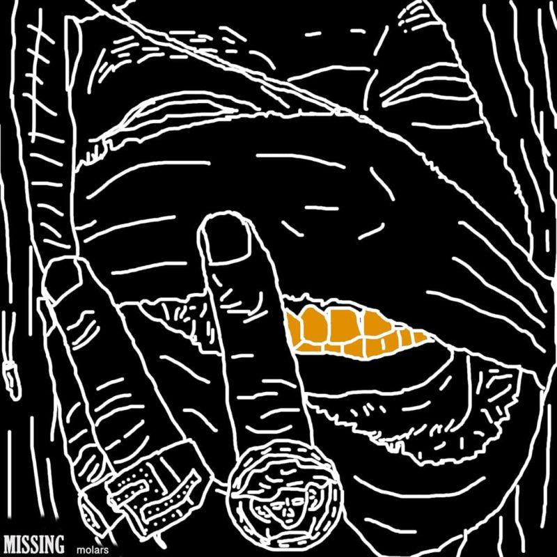 Capa do CD Missing Molars, do rapper Genesis Owusu. A capa é um desenho que adapta a capa original do CD, com o cantor com o rosto enfaixado e sorrindo, com os dentes à mostra. O desenho é feito com traços brancos, que contrastam com o fundo preto. Os dentes estão pintados de cor dourada e no canto inferior esquerdo está escrito Missing Molars, em fonte branca.